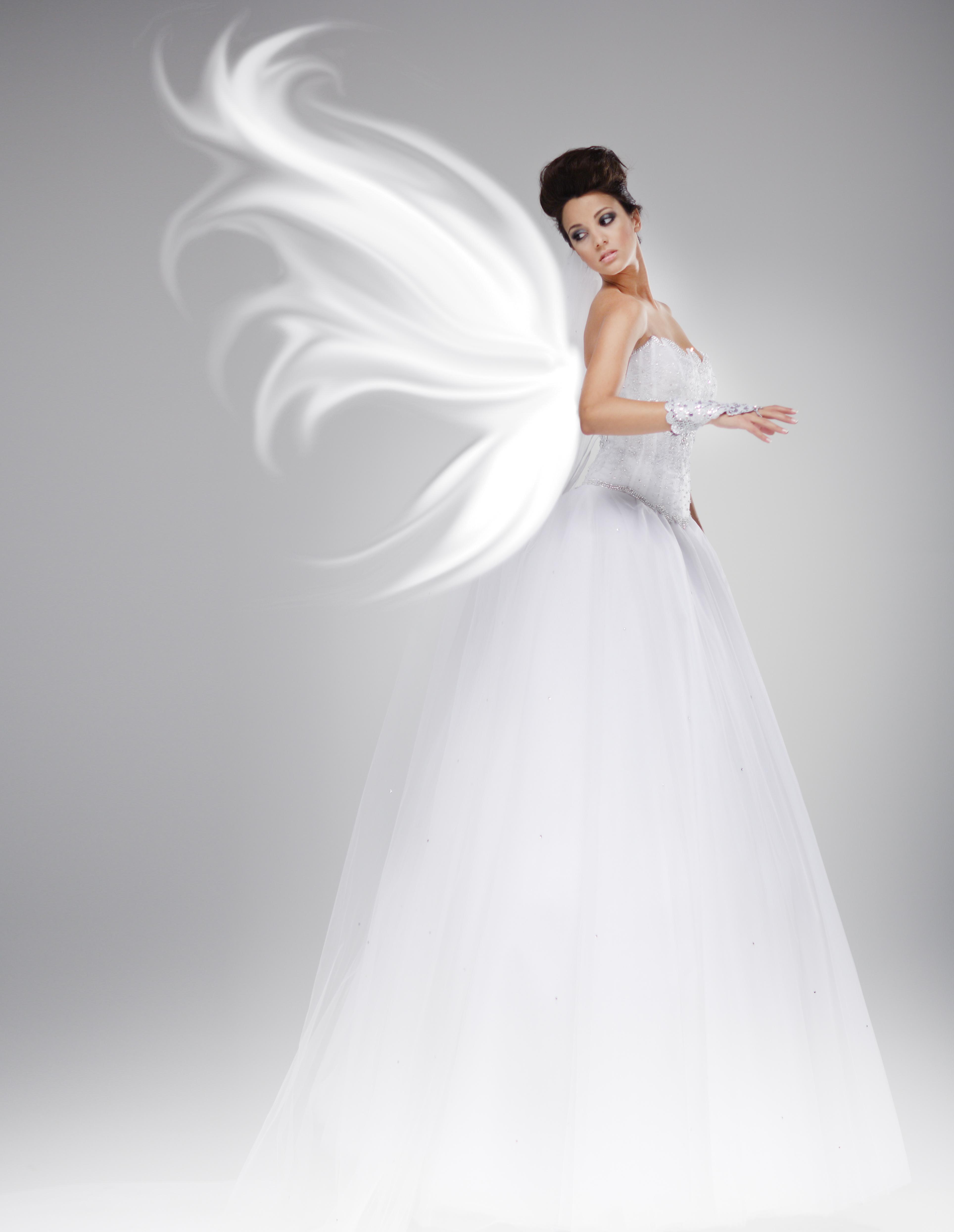La robe de mari e celle d 39 un jour unique wmag modes et tendances - Robe de mariee charleston ...