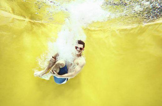 maillot-de-bain-homme-short-piscine-plongeon-lunettes
